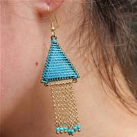 Earrings triangle blue hanging with thread