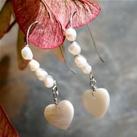 Earrings, beaded with pearl coloured heart