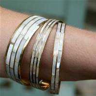 Set of 3 bangles, pearl coloured
