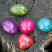 50 assorted sentiment pebbles, coloured