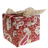 Gift box, square with ribbon, maroon